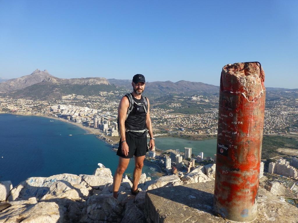 Utsikt mot Calpe by fra Peñon de Lfach, 332 moh.